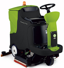 Cleantime CT110BT70 IPC Eagle Power Traction Drive Battery Powered Ride On Scrubber 383